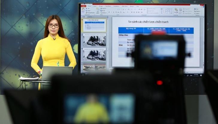 Bộ Giáo dục rút gọn chương trình học, đẩy mạnh việc học trực tuyến.