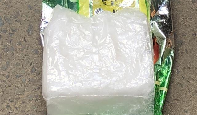 Bắt quả tang nữ 9X tàng trữ 1kg ma túy đá - 2