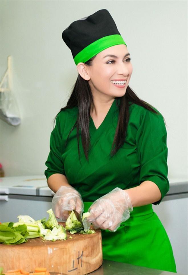 Con gái nuôi lần đầu nấu cơm cho Phi Nhung ăn nhưng tiếng la hét làm cô hết hồn - 5
