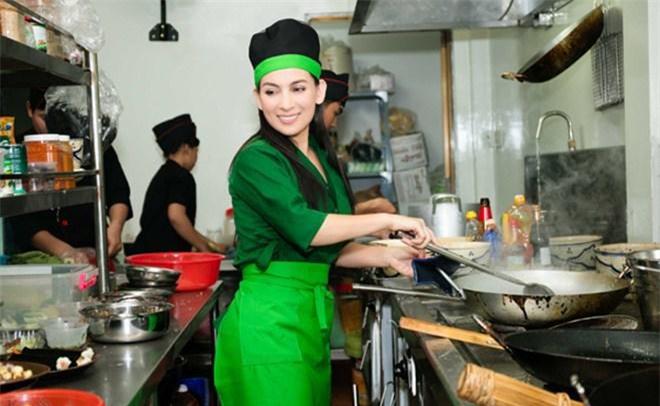 Con gái nuôi lần đầu nấu cơm cho Phi Nhung ăn nhưng tiếng la hét làm cô hết hồn - 6