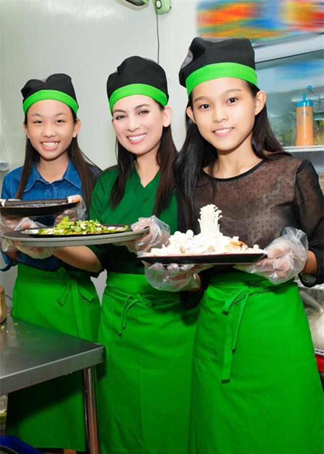Con gái nuôi lần đầu nấu cơm cho Phi Nhung ăn nhưng tiếng la hét làm cô hết hồn - 7