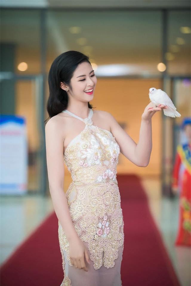 """Hoa hậu Ngọc Hân gây """"choáng"""" khi mạnh tay cắt tóc ngắn sau nhiều năm - 4"""