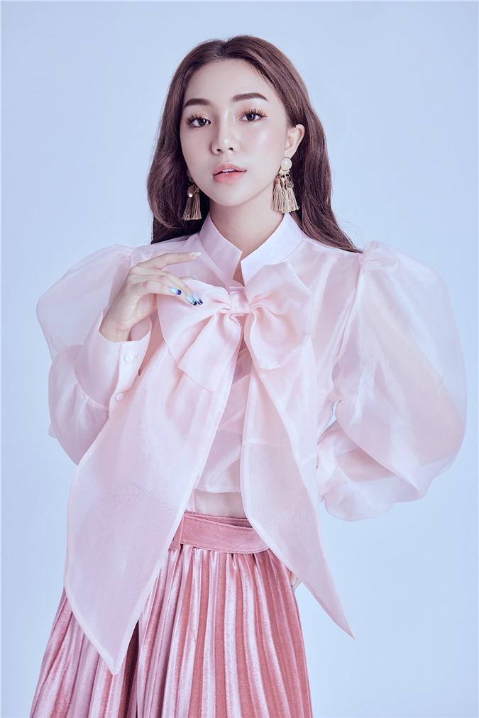 Hot girl Như Ngọc: Lần đầu tiên, tôi thấy đoàn làm phim bị xua đuổi như vậy - Ảnh 1.