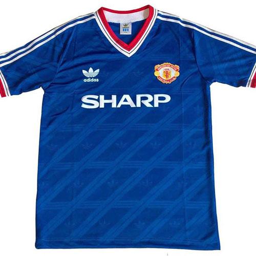 3. Áo đấu Manchester United ở giai đoạn 1986-1988 được bán với giá 510 euro: M.U lúc này còn được dẫn dắt bởi HLV Sir Alex Ferguson nhưng lại không giành được bất kỳ danh hiệu nào