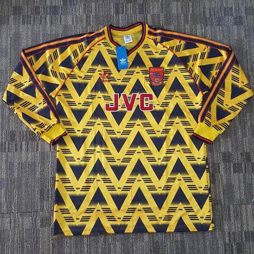 5. Áo đấu Arsenal ở giai đoạn 1991-1993 được bán với giá 425 euro: Ở giai đoạn này, Arsenal chỉ giành 1 chức vô địch cúp Liên đoàn và 1 Siêu cúp Anh
