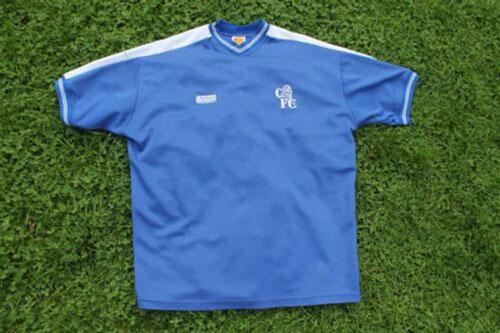 7. Áo đấu Chelsea ở mùa giải 1986/87 được bán với giá 400 euro: Đây là mùa giải mà Chelsea thi đấu không quá ấn tượng khi không giành được bất kỳ danh hiệu nào