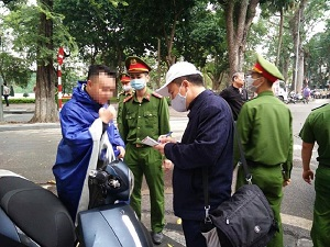 Thủ tướng chỉ đạo xử lý nghiêm những ai không đeo khẩu trang, tụ tập đông người