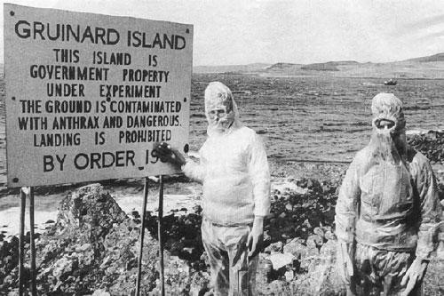 Đảo Gruinard, nơi chính phủ Anh cho thử nghiệm bào tử bệnh than, trở thành khu vực cấm trong suốt gần 50 năm sau Chiến tranh thế giới thứ hai.