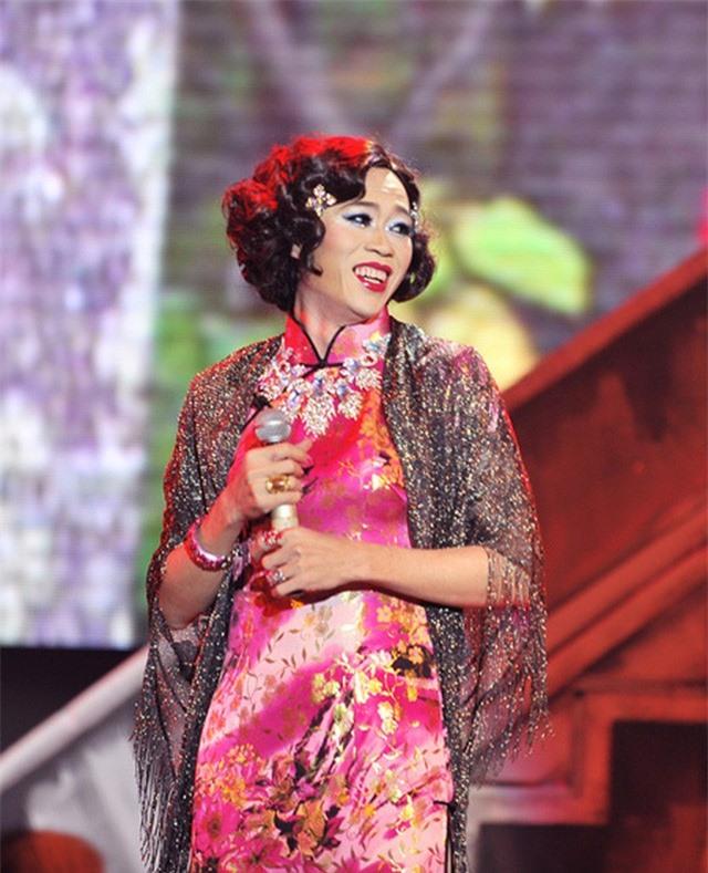 Danh hài Hoài Linh tiết lộ vợ cũ không thích trang điểm, phấn son  - Ảnh 1.