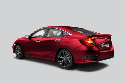 Honda Civic RS màu đỏ cá tính.