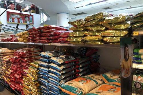 Gạo được bày bán với mẫu mã đa dạng trong các siêu thị tại thủ đô Bangkok. Ảnh: TTXVN.