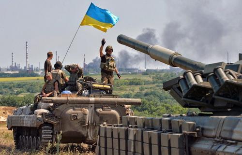 Bộ binh cơ giới Ukraine tại chiến trường miền Đông. Ảnh: Topwar.ru.