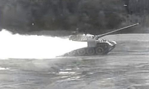 Thử nghiệm gắn động cơ đẩy tên lửa cho xe tăng T-55. Ảnh: Popular Mechanic.