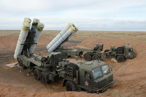 Hệ thống tên lửa phòng không tầm xa S-400 Triumf của Nga. Ảnh: Sputnik.