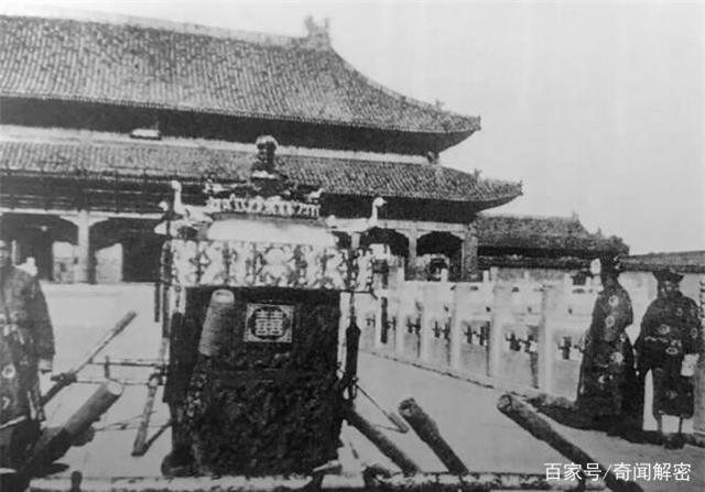 Ảnh hiếm chưa từng được hé lộ trong hôn lễ Hoàng đế Phổ Nghi - vị vua cuối cùng của nhà Thanh - Ảnh 4.