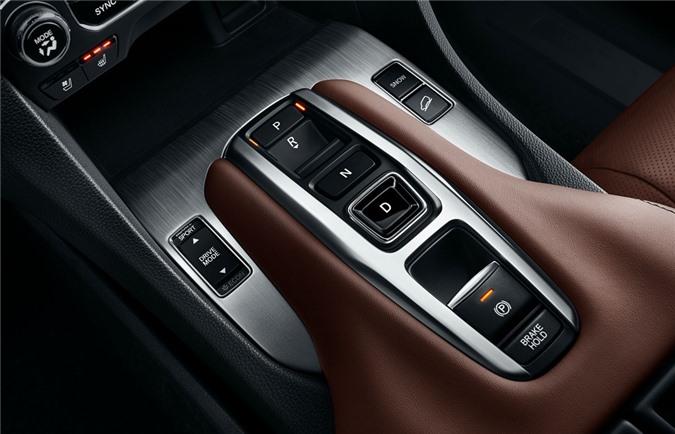 Với phiên bản trước đây, xe được trang bị hộp số vô cấp, còn trong lần nâng cấp này, Honda Avancier sử dụng hộp số tự động 9 cấp cùng tùy chọn hệ dẫn động 4 bánh toàn thời gian.