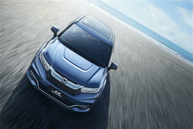 Honda Avancier có thiết kế dạng coupe thể thao với phần mui được vuốt đều xuống phần khoang hành lý. Mẫu xe này chia sẻ khung gầm với Accord.