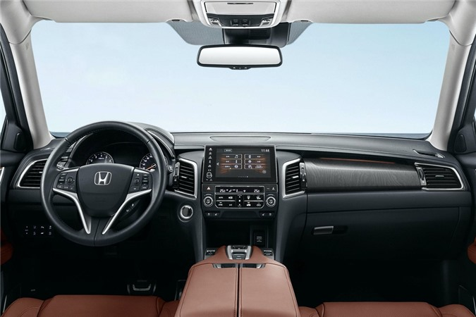 Bên trong xe, Honda cung cấp tới khách hàng các tùy chọn ốp nội thất và chất liệu bọc ghế, cũng như hệ thống giải trí kết nối Honda Connect 2.0. Không có quá nhiều sự khác biệt trong thiết kế của khoang lái trên Avancier 2020.