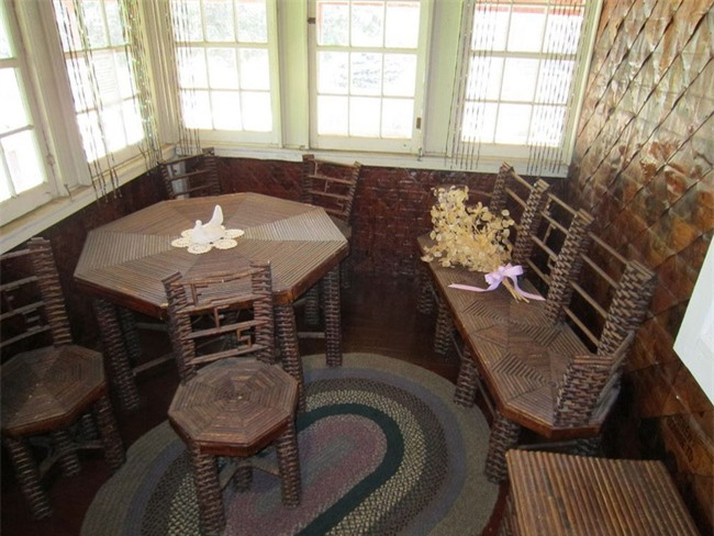 Chuyện kỳ lạ về ngôi nhà làm từ 100.000 tờ báo cũ, vững chãi hiên ngang suốt gần 1 thế kỷ vẫn không có dấu hiệu mục nát - Ảnh 6.