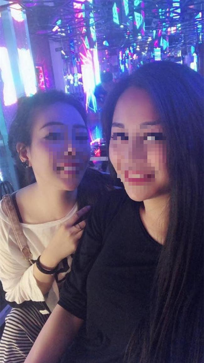 Hai cô gái trong bức hình cưới gây sốt mạng xã hội là bạn thân của nhau.