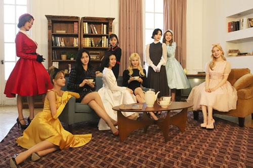"""TWICE cũng """"mất lượt"""" comeback y chang BLACKPINK để nhường đàn anh, nhưng nghe """"tin hành lang"""" khiến fan muốn nhóm từ từ trở lại cũng được"""