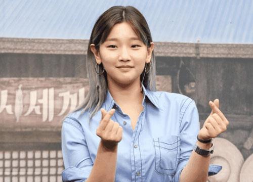 Sau màn cameo chớp nhoáng trong tập cuối của Itaewon Class, Youth Record là bộ phim truyền hình tiếp theo mà Park Bo Gum tham gia. Bộ phim cũng có sự góp mặt của Park So Dam - nữ diễn viên vụt sáng với vai cô con gái nhà Kim ở Parasite (2019).