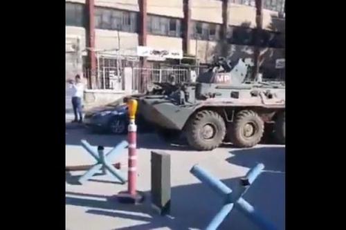 Xe bọc thép chở quân BTR-82A của quân cảnh Nga tại hiện trường vụ xung đột. Ảnh: Avia-pro.