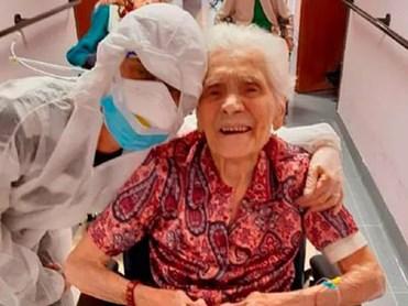 Cụ bà 104 tuổi trở thành người già nhất 'chiến thắng' dịch COVID-19
