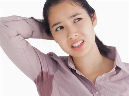 """Chị em lưu ý những sai lầm khi sử dụng lăn khử mùi khiến """"mùi hương"""" càng thêm nặng - 3"""