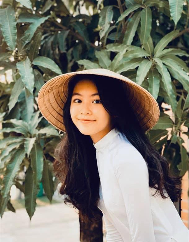 Con gái Quyền Linh mặc áo dài của mẹ đón sinh nhật tuổi 14: Đẹp nức nở thế này thì là công chúa chứ Lọ Lem gì! - Ảnh 3.