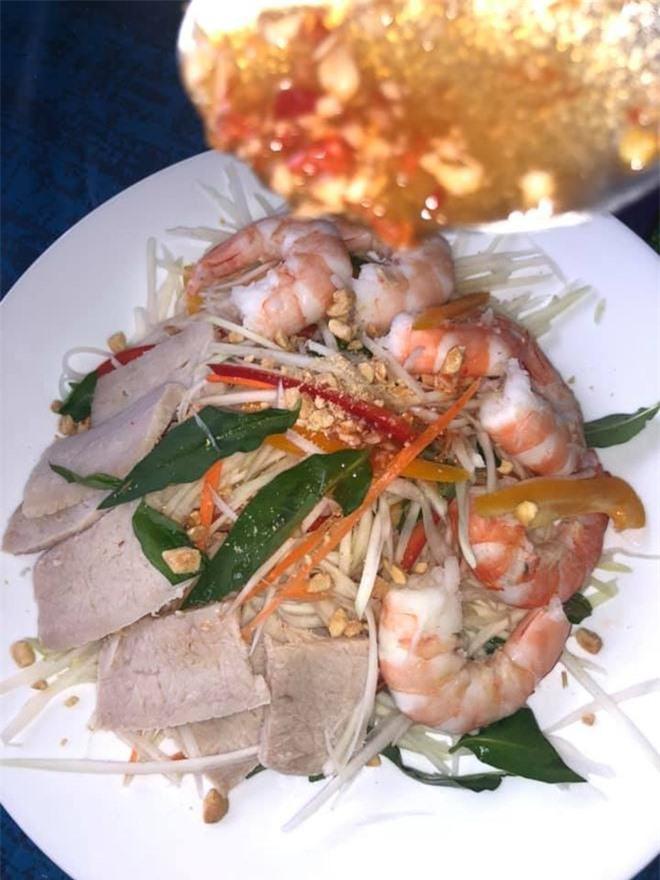 """Hóa ra showbiz Việt có một """"soái ca"""" đẹp trai, hát hay lại còn nấu ăn như siêu đầu bếp - 9"""