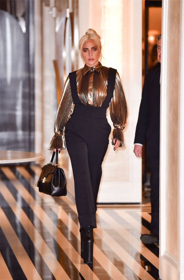 Những bộ cánh ấn tượng của Lady Gaga trong 5 năm qua - 2