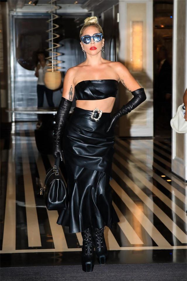 Những bộ cánh ấn tượng của Lady Gaga trong 5 năm qua - 3