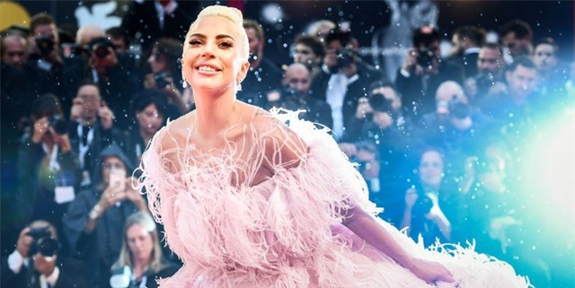 Những bộ cánh ấn tượng của Lady Gaga trong 5 năm qua - 7