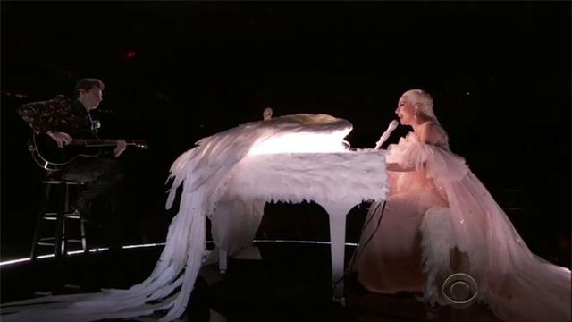 Những bộ cánh ấn tượng của Lady Gaga trong 5 năm qua - 9