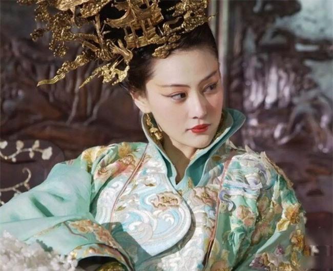 Quả báo của một nô tì phản chủ cướp chồng: Bị Hoàng đế bắt khỏa thân trước trăm quan, chết trong đau đớn tủi nhục - Ảnh 5.