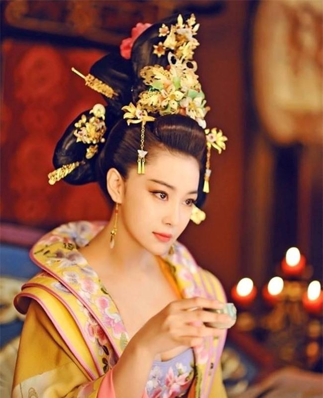 Quả báo của một nô tì phản chủ cướp chồng: Bị Hoàng đế bắt khỏa thân trước trăm quan, chết trong đau đớn tủi nhục - Ảnh 8.