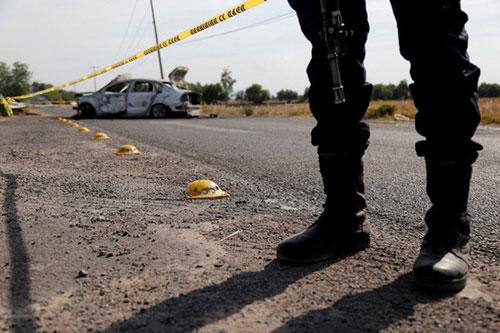 Tình trạng bạo lực giữa các băng đảng Mexico vẫn tiếp diễn bất chấp sự bùng phát của dịch COVID-19. Ảnh: Reuters.