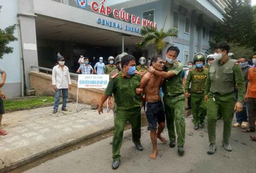 Quảng Ngãi: Khống chế nam thanh niên mang xăng đốt bệnh viện