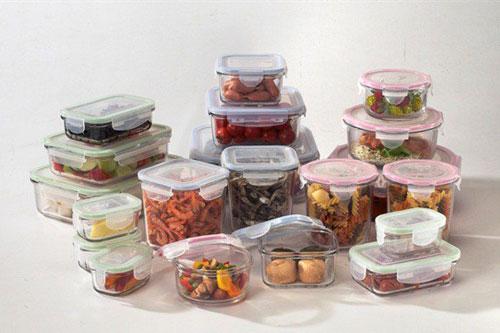 Dù thuỷ tinh là chất liệu an toàn để đựng thức ăn nhưng mọi người vẫn cần lưu ý khi sử dụng.