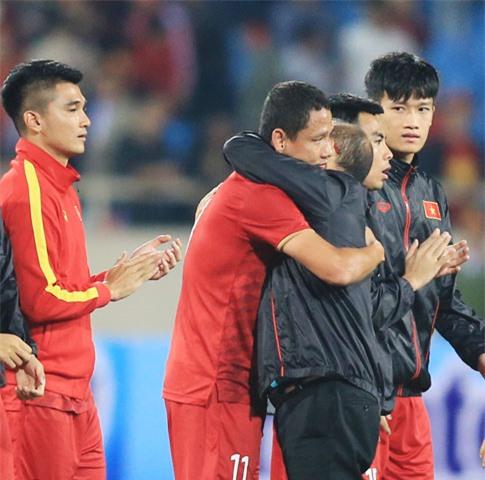 HLV Park Hang Seo gặp khó khi Anh Đức giải nghệ - Ảnh: Minh Tuấn