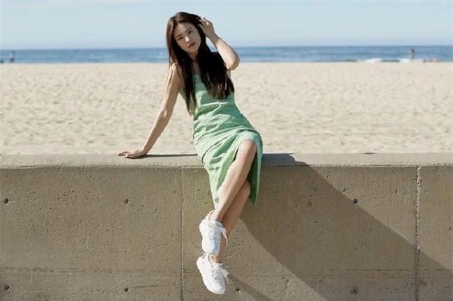 Song Hye Kyo là ngôi sao màn ảnh Hàn, được khán giả yêu mến với Ngọn gió đông năm ấy, Ngôi nhà hạnh phúc, Trái tim mùa thu, Hậu duệ mặt trời... Cô và tài tử Song Joong Ki cưới tháng 10/2017 tại khách sạn Shilla, Hàn Quốc. Đám cưới từng thu hút sự quan tâm lớn của truyền thông châu Á. Tuy nhiên, tới 2019, hai người bất ngờ chia tay.