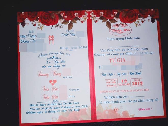 Thông tin trên chiếc thiệp cưới khiến bao người hoang mang.