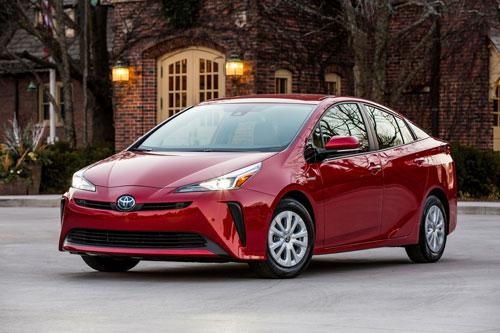 7. Toyota Prius (doanh số: 9.717 chiếc).