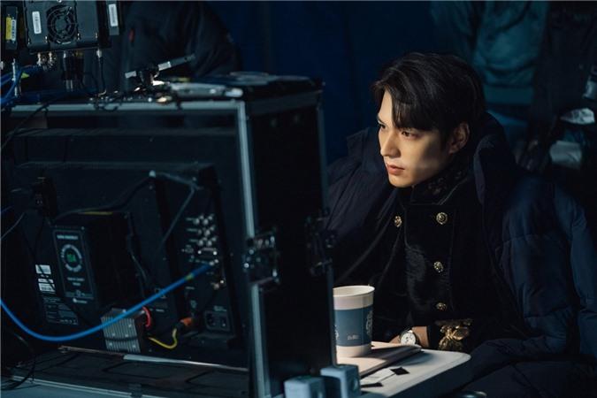 Ngất lịm với loạt ảnh hậu trường Bệ Hạ Bất Tử: Lee Min Ho đẹp miễn bàn, xuất sắc nhất lại là thần thái của Kim Go Eun - Ảnh 1.