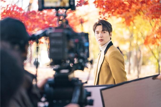 Ngất lịm với loạt ảnh hậu trường Bệ Hạ Bất Tử: Lee Min Ho đẹp miễn bàn, xuất sắc nhất lại là thần thái của Kim Go Eun - Ảnh 2.