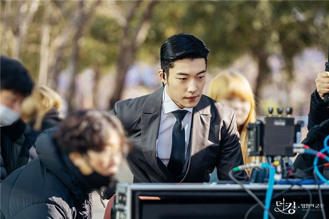 Ngất lịm với loạt ảnh hậu trường Bệ Hạ Bất Tử: Lee Min Ho đẹp miễn bàn, xuất sắc nhất lại là thần thái của Kim Go Eun - Ảnh 6.