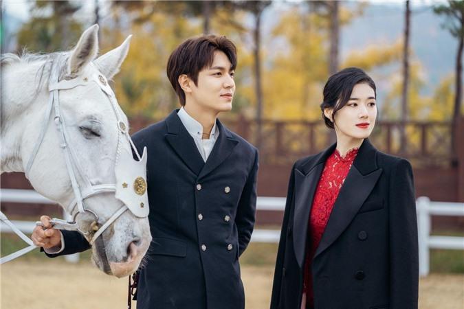 Ngất lịm với loạt ảnh hậu trường Bệ Hạ Bất Tử: Lee Min Ho đẹp miễn bàn, xuất sắc nhất lại là thần thái của Kim Go Eun - Ảnh 9.