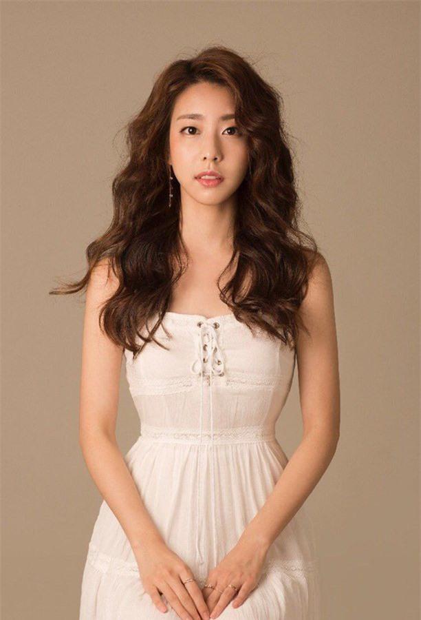 So Ji Sub: Đại gia showbiz cưới mỹ nữ Liên minh huyền thoại được triệu đàn ông khao khát - Ảnh 9.