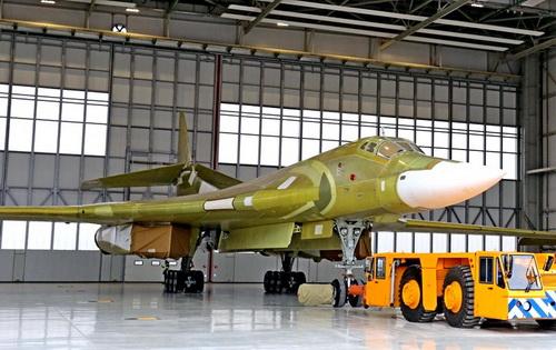 Nhà máy hàng không Kazan đã tiếp tục công việc chế tạo oanh tạc cơ siêu âm Tu-160M. Ảnh: TASS.